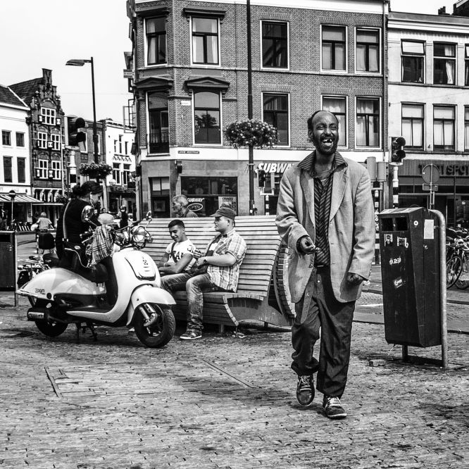 Black And White Highlights The Social Dimension Of Urban Photography Ouburg Suggests Xaquin S Perez Sindin Lopez
